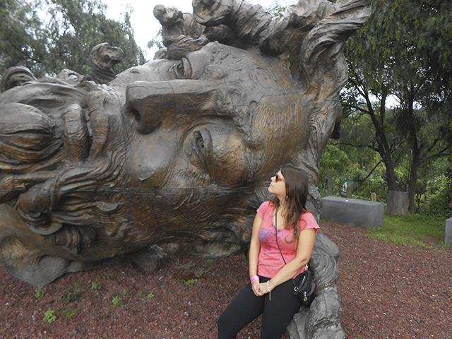 Escultura de Zeus encontrada no jardim do museu Diego Rivera, na Cidade do México.