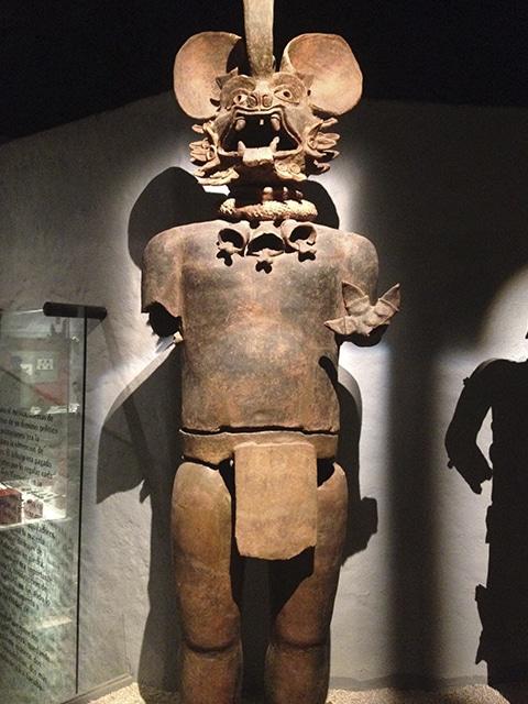 Impressionante escultura asteca no museo do Templo Mayor.