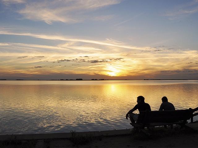 Entre os departamentos de Tacuarembó e Durazno, a represa de San Gregorio de Polanco sempre reserva belas paisagens (Foto: Zizo Asnis)