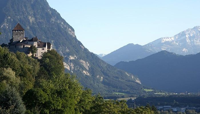 Vaduz Castle, residência oficial do Príncipe de Liechtenstein (Foto por United Nations Photo ).