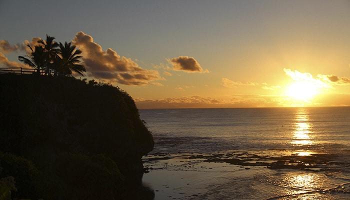 Pôr do Sol em Alofi, capital de Niue (Foto por sandwich)