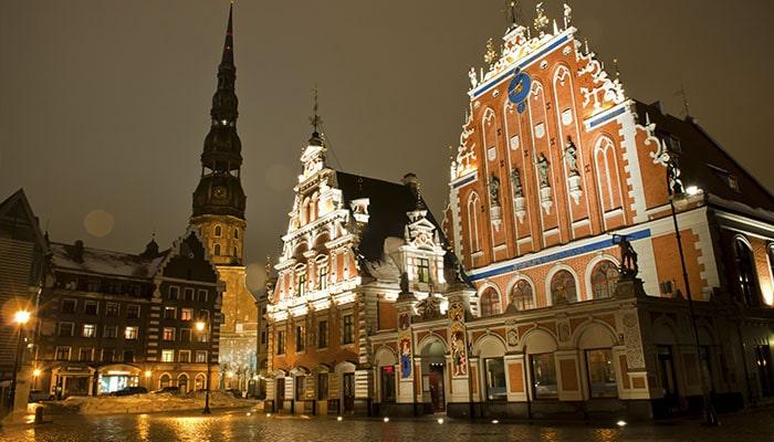 Town Hall Square, em Riga | Foto por Graham