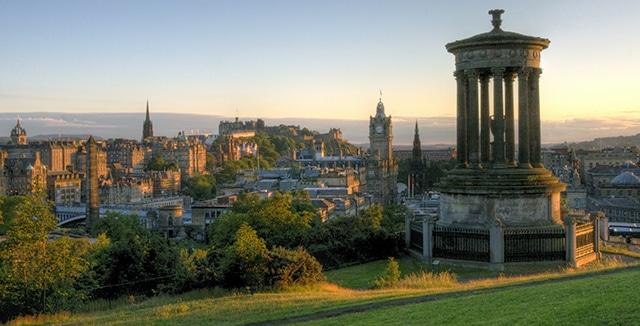 Pôr do sol em Edimburgo (Foto por mariusz kluzniak)
