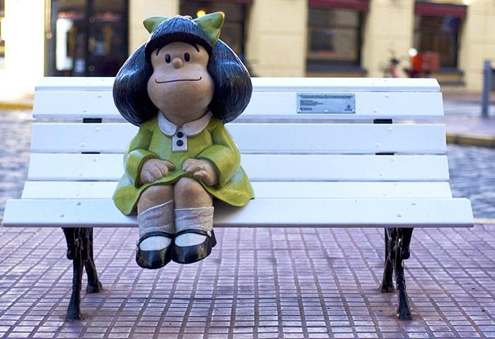 Estátua da Mafalda na esquuina das ruas Chile e Defensia   Foto por Beatrice Murch