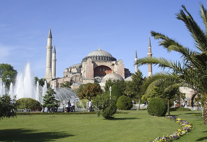 Fachada da Hagia Sophia  Foto por Giovanni Dall'Orto