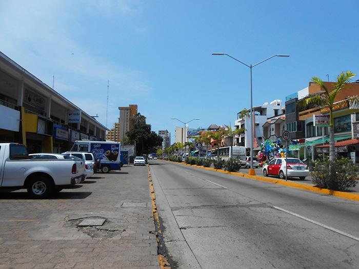 As ruas de Mazatlán sob o sol do meio dia | Foto por Renata Ferri