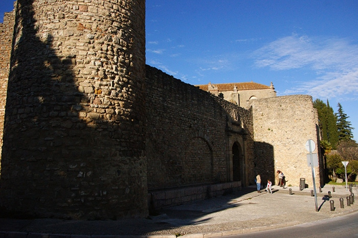 Muralhas de Almocábar, entrada sul de Ronda   Foto por Vinicius Henrique Fontana