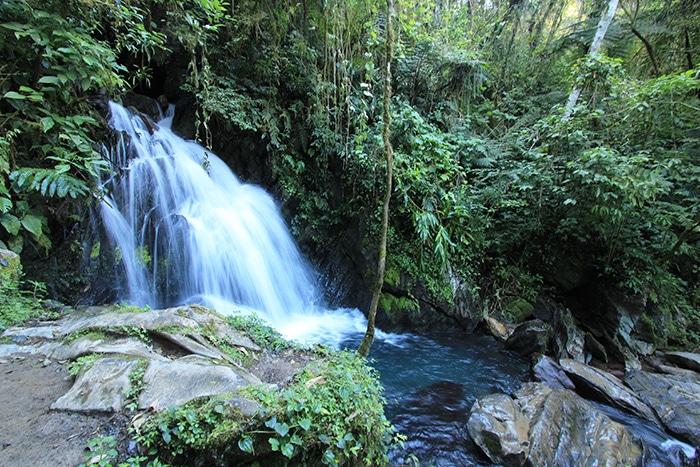 Cachoeira no caminho para a caverna do Couto   Foto por Bruna Cazzolato Ribeiro