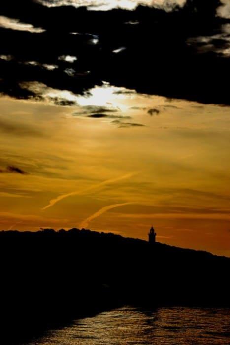Farol e pôr do sol   Foto por Cristina Felici