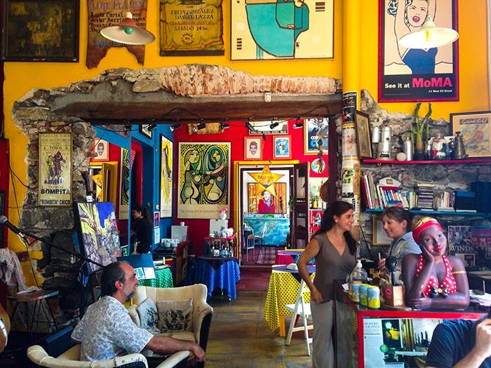 Restaurantes como El Drugstore atraem já na decoração   Foto por João Paulo de Vasconcelos
