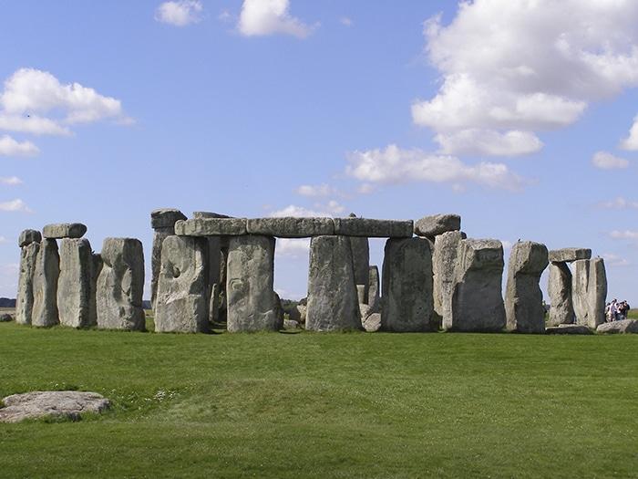 Stonehenge   Foto por garethwiscombe via Wikimedia Commons