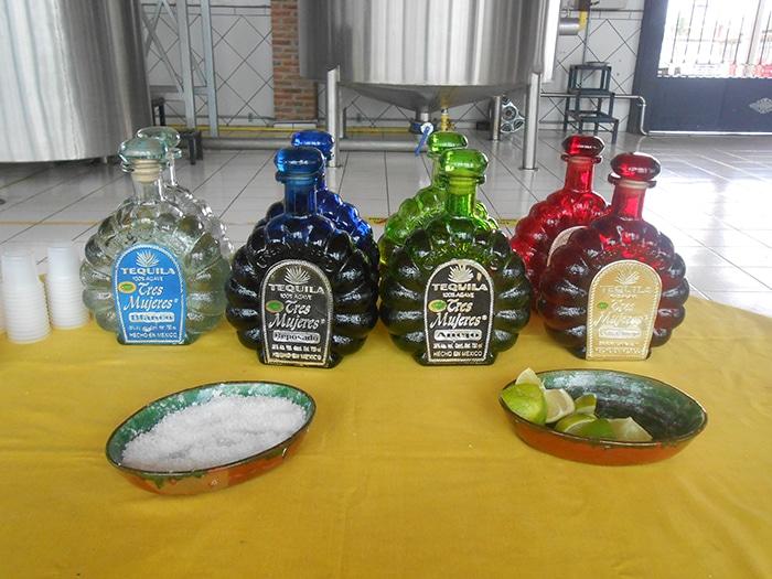 Quatro tipos de tequila disponíveis para degustação na destilaria Tres Mujeres | Foto por Renata Ferri