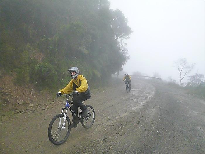Estradas estreitas e muita neblina ao longo do percurso   Foto por Rodrigo Bortoluzzi
