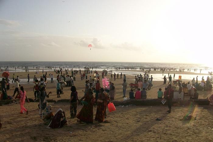 Fim de tarde em uma das praias de Mumbai   Foto por Carolina Caio