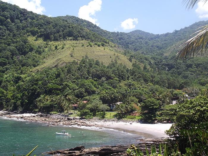 Praia das Calhetas vista de cima da península | Foto por Natália Leme