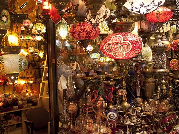 Centenas de luminárias no Grand Bazar | Foto por Dieter Titz