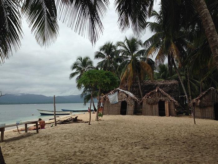 Parte da estrutura da ilha, com direito à quadra de vôlei de praia | Foto por Felipe Parma