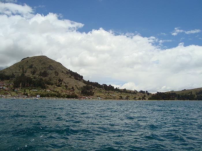A viagem de barco de Copacabana até a Isla  del Sol dura cerca de 1h30  e custa 25 bolivianos (10 reais) | Foto por Renata Ferri