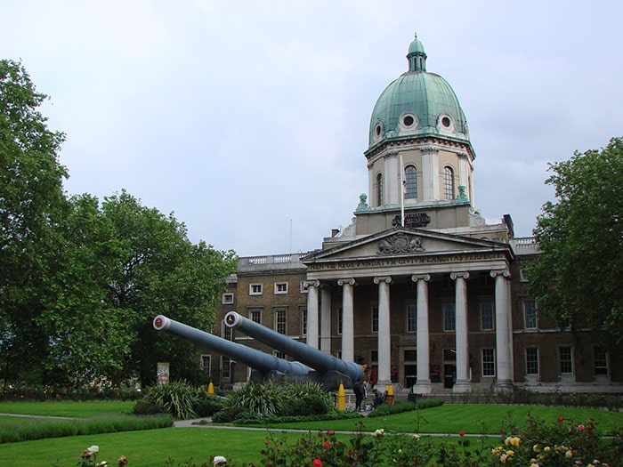Entrada do Imperial War Museum | Foto por Zizo Asnis