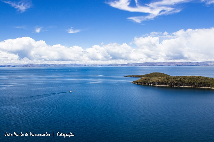 Lago Titicaca visto da Isla del Sol, na Bolívia   Foto por João Paulo Vasconcelos