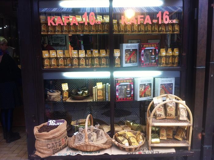 Loja de café, grande paixão dos bósnios –  até café brasileiro é vendido aqui   Foto por Mathias Boni