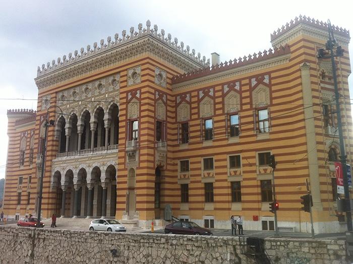 Biblioteca Nacional da Bósnia, havia sido destruída durante a guerra   Foto por Mathias Boni