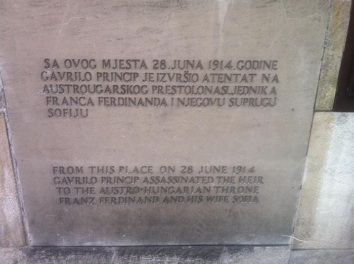 Local exato onde ocorreu o famoso assassinato do arquiduque Franz Ferdinand   Foto por Mathias Boni
