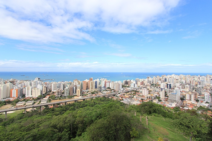 Praia da Costa e Terceira Ponte vista do Convento da Penha, em Vila Velha | Foto por Bruna Cazzolato Ribeiro