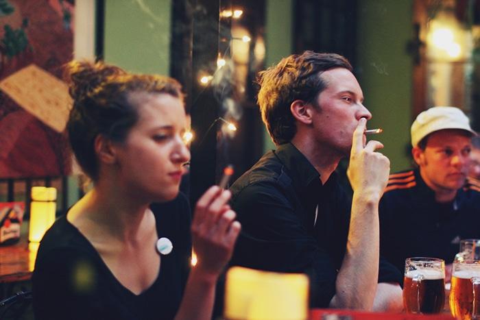 Fumar é permitido em quase todos os lugares   Foto por Emanuel (CC BY-NC-SA 2.0)
