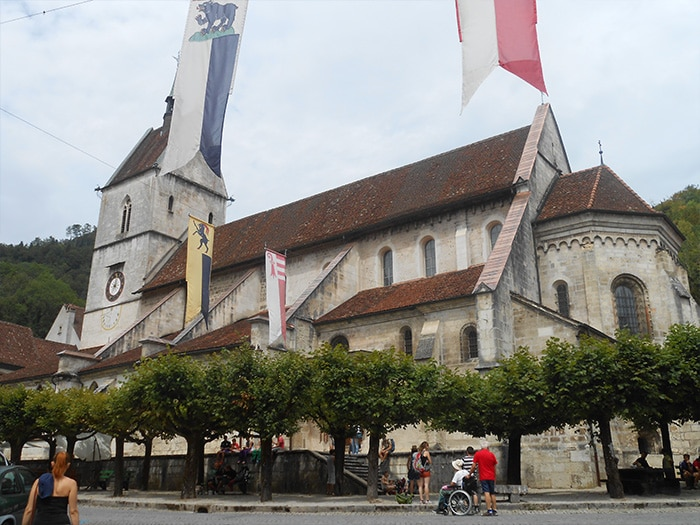 Catedral de Saint Ursanne   Foto por Grazi Calazans