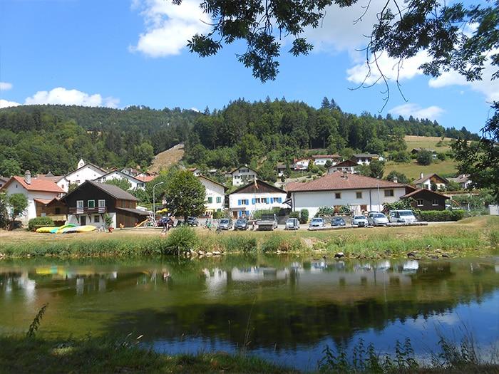 O centro turístico de Soubey, com restaurantes à beira do rio   Foto por Grazi Calazans
