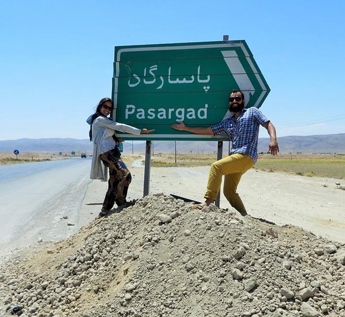 Fernanda e Tiago a caminho da antiga capital do Império Persa   Foto por Fernanda Kiehl