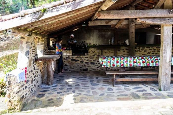 Acomodações rústicas no Parque do Zizo