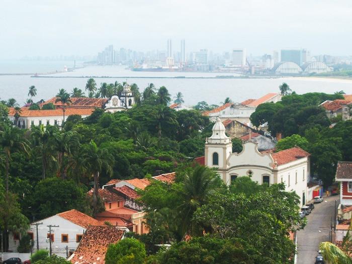 Olinda e, ao fundo, o Recife | Foto por Juliana Santos