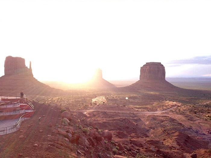 Nascer no sol no Monument Valley | Foto por Fernanda Riggon