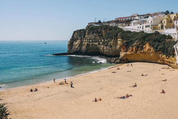 Praia do Carvoreiro, em Faro | Foto por Merton Wilton (CC BY-NC 2.0)