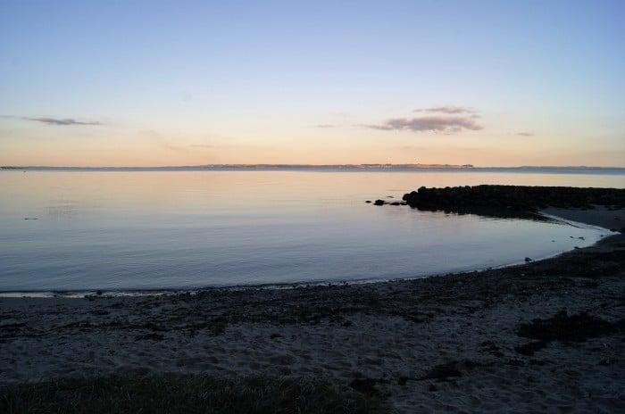 Den Permanente: a praia de Aarhus. Não é muito boa para banhar-se, porém é de se onde se avista o melhor entardecer da cidade | Foto por Vinícius Fontana