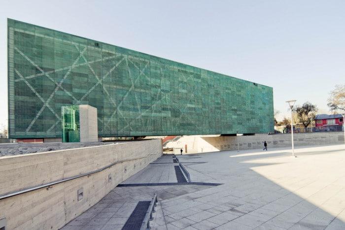 A arrojada arquitetura do museu dedicado às vítimas da ditadura de Pinochet | Foto por stephannie fell (CC BY-NC-SA 2.0)