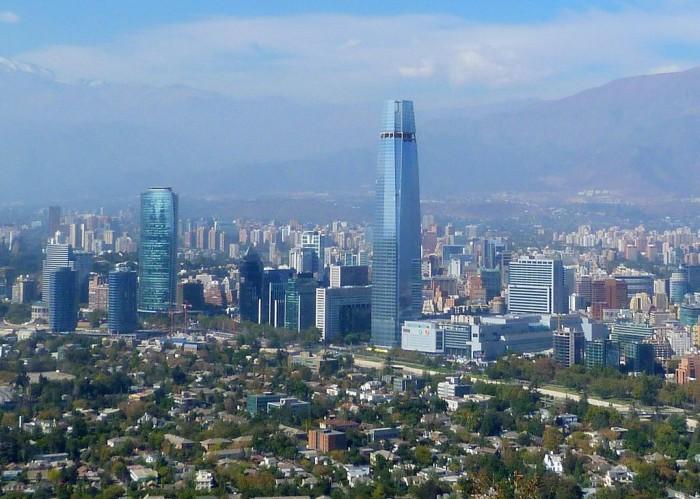 Costanera Center, o prédio mais alto do Chile e da América do Sul, se destaca | Foto por Gonzalo Baeza H (CC BY 2.0)