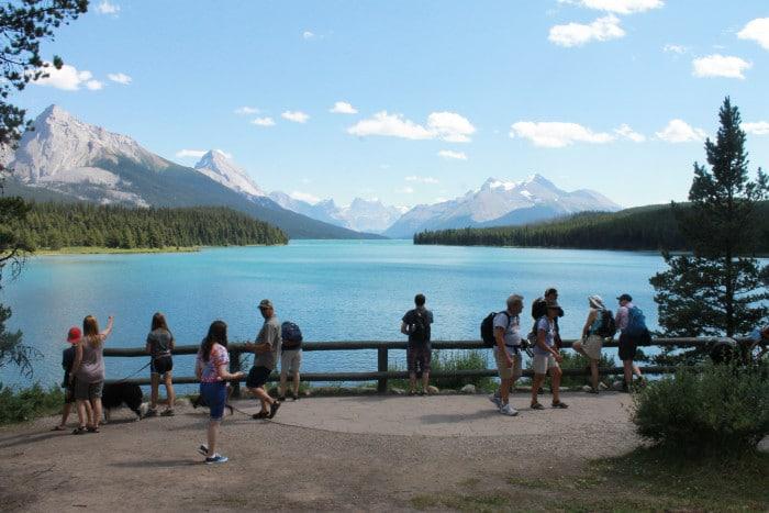 Maligne Lake, um dos pontos mais visitados nos arredores de jasper   Por Carolina Caio