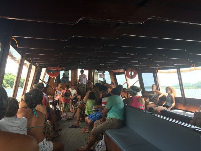 O barco que leva até a Costa da lagoa | Por Juliana Santos