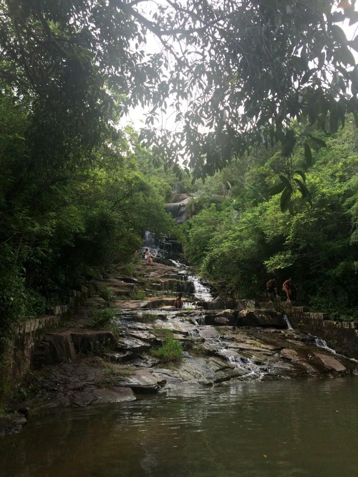 Cachoeira pode ser alcançada em 15min de trilha | Por Juliana Santos