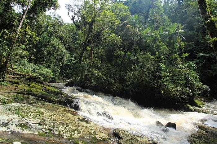 Cachoeira da Confluência II (número 8) - A cachoeira Confluência I está no oposto desse ponto, mas não esqueça de olhar atrás também. Este cenário é a Confluência II.
