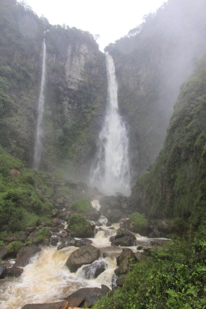 Cachoeira do Salto Grande (número 14) - Imponente com a quantidade de águas formou duas cachoeiras. Havia uma ponte que ligava até embaixo da cachoeira, por segurança hoje não é mais possível | Foto por Bruna Cazzolato Ribeiro