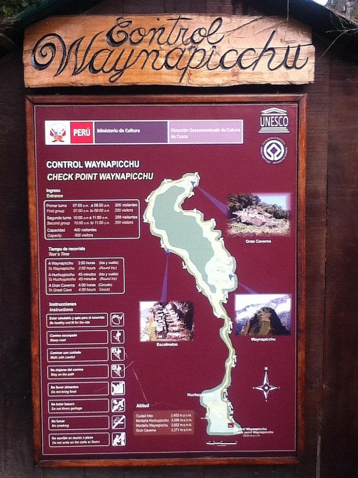 Placa na entrada de Huayna Picchu | Foto Beto Lisboa