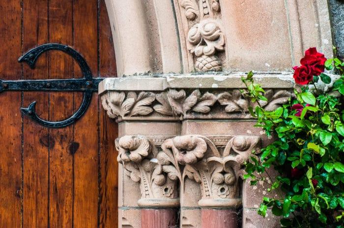 Igreja, flores e antiguidade   Henrique Kugler