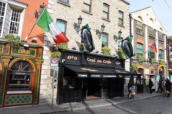 Temple Bar, área da boemia em Dublin   Zizo Asnis