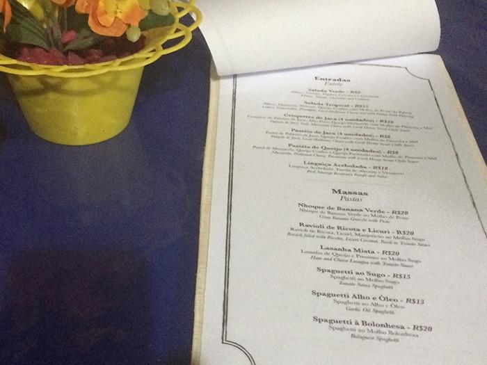 Preços em conta no restaurante do hostel | Foto Juliana Santos