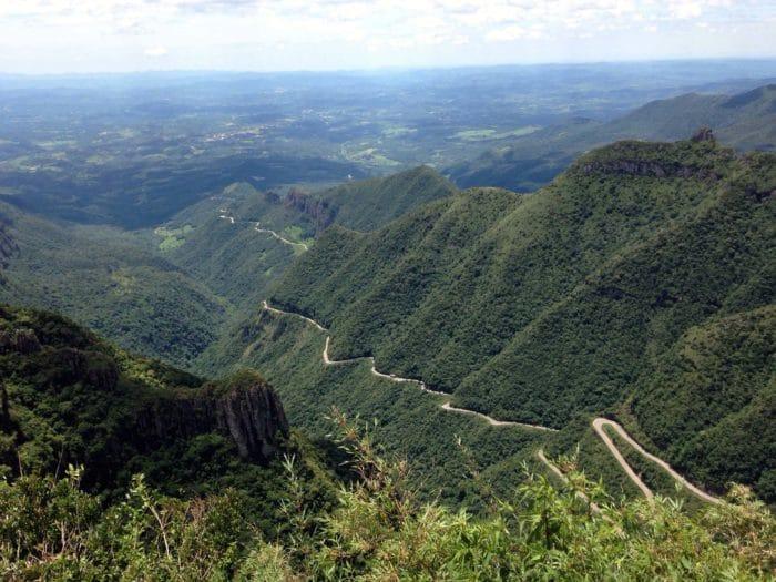 Curvas sinuosas ao longo da estrada na Serra do Rio do Rastro | Foto Cristina Sanfelici