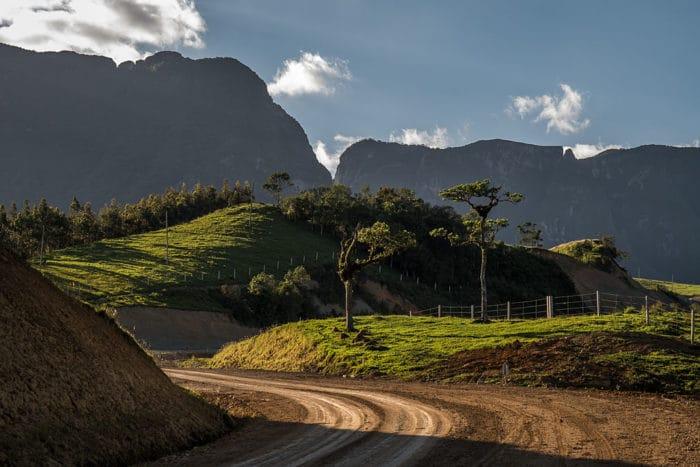 Entardecer na base da Serra do Corvo Branco | Foto Zanellenha (CC BY-SA 3.0)